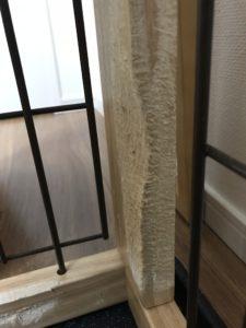 ケージ内のベッド付近、縦枠です。。